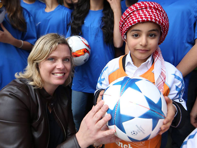 Charmaine Hedding with Syrian refugee girl