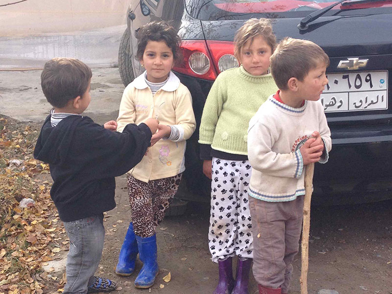 Iraqi kids waiting for aid