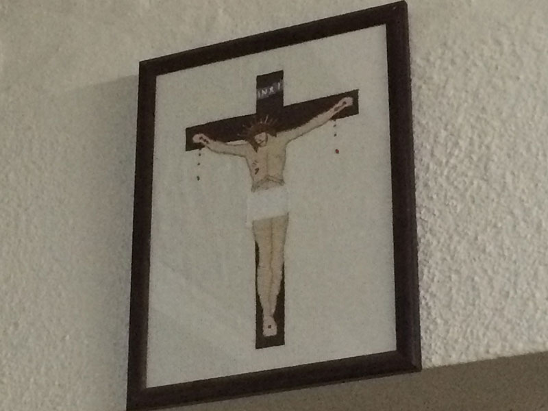 Picture of the crucifixion in a caravan
